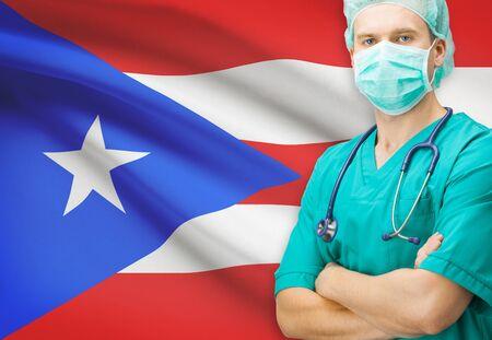bandera de puerto rico: Cirujano con la bandera nacional en el fondo - Puerto Rico