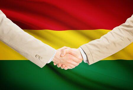 bandera de bolivia: Empresarios agitando las manos con bandera de Bolivia en el fondo
