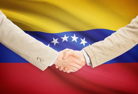 bandera de venezuela: Businessmen shaking hands with Venezuela flag on background