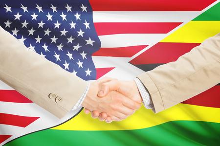 zimbabue: Los hombres de negocios d�ndose la mano - Estados Unidos y Zimbabwe Foto de archivo