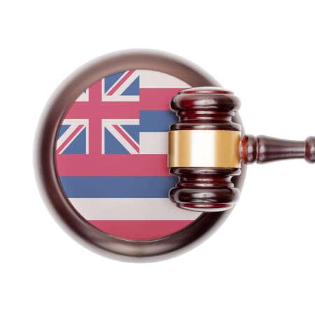 hawaii flag: Wooden judge gavel with USA state flag on sound block - Hawaii