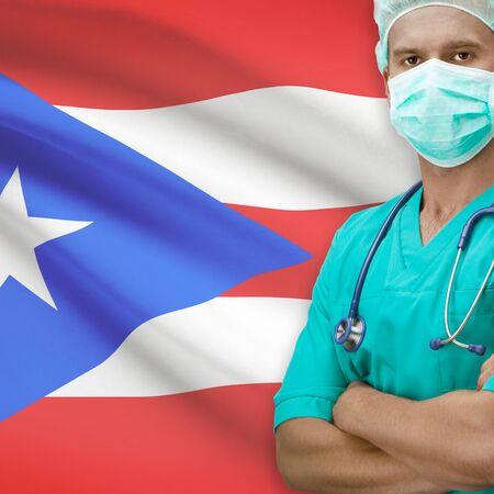 bandera de puerto rico: Cirujano con la bandera en el fondo - Puerto Rico Foto de archivo