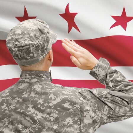 district of colombia: Soldier saluting to USA state flag conceptual series - District of Columbia
