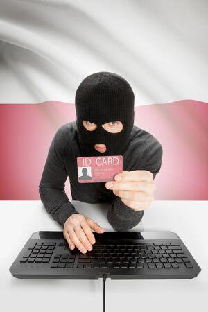 personalausweis: Hacker mit ID-Karte in der Hand und Flagge auf Hintergrund - Polen