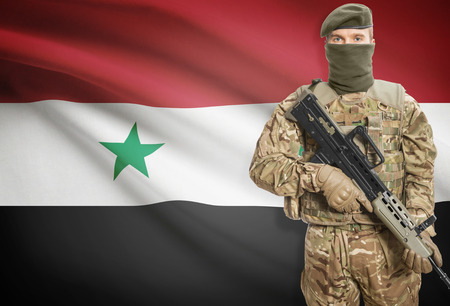 syria peace: Soldier holding machine gun with national flag on background - Syria Stock Photo