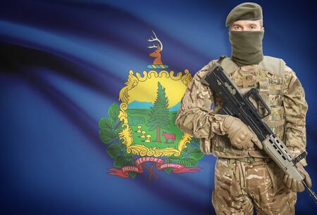 peacemaker: Soldier holding machine gun with USA state flag on background - Vermont Stock Photo