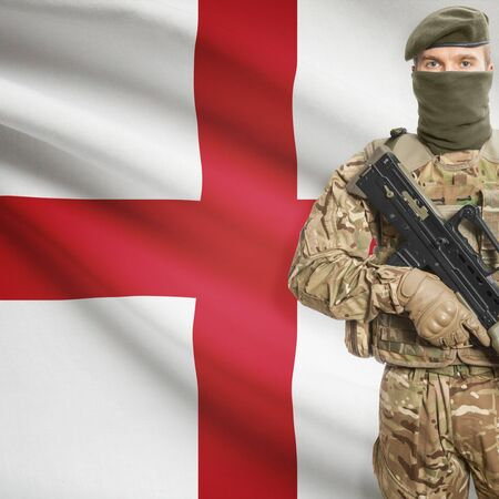 peacemaker: Soldier with machine gun and national flag on background series - England Stock Photo