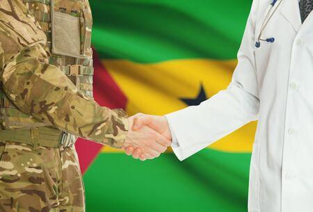principe: Soldado en uniforme y m�dico estrechar la mano con la bandera nacional en el fondo - Santo Tom� y Pr�ncipe