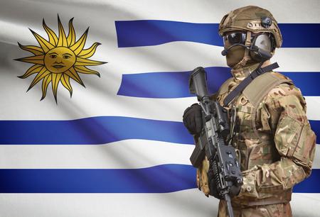 bandera de uruguay: Soldado, casco, tenencia, ametralladora, nacional, bandera, Plano de fondo - Uruguay