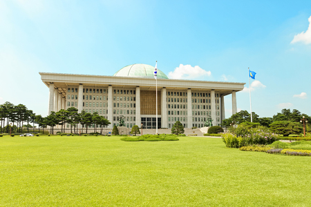 SEOUL, KOREA - AUGUST 14, 2015: South Korean capitol building - National Assembly Proceeding Hall - located on Yeouido island - Seoul, South Korea 新聞圖片