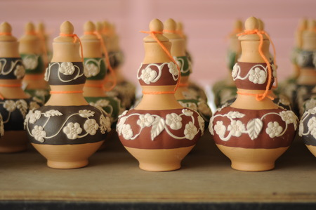 Labu Sayong is a container for beverage filling traditionally used by the Malays in Perak, Malaysia It is made of clay that has been in the process and have the garnish with a variety of attractive colours and patterns. Standard-Bild