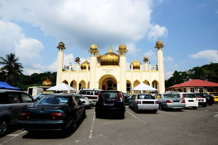 pahang: Sultan Mahmud Mosque on March 01, 2014 at Kuala Lipis, Pahang, Malaysia. The mosque design was based on modular mosque design which is popular in Malaysia in 60?-70? era.