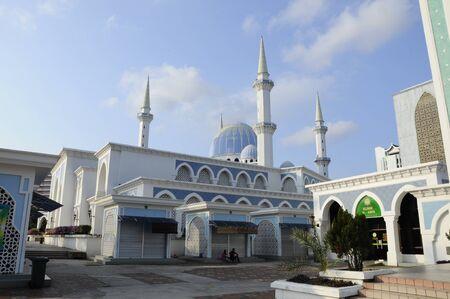 pahang: Sultan Ahmad 1 Mosque located at Kuantan, Pahang. It was the state mosque of Pahang, Malaysia.