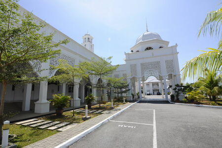 malay village: Sultan Ismail Mosque in Chendering, Terengganu, Malaysia on March 27, 2014.