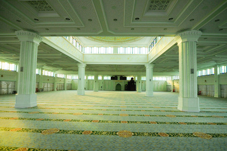 recite: Interior of Perak State Mosque in Ipoh Perak on December 13, 2014. It is landmark of Ipoh Town. This mosque?s uniqueness lies in its design as there are 125 domes on its roof.