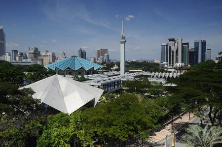 Nationale moskee van Maleisië aka Masjid Negara op 15 februari 2014 in Kuala Lumpur, Maleisië. Het werd gebouwd in 1965 en heeft een capaciteit van 15.000 mensen