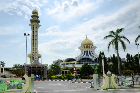 sunni: Penang State Mosque or Masjid Negeri Pulau Pinang is a state mosque located in George Town, Penang,Malaysia. Construction of the mosque was completed in 1980. Editorial