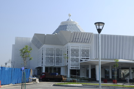 Cyberjaya Mosque is the first Green Platinum Certificate Mosque built in Malaysia. It is in Cyberjaya, Sepang, Malaysia with capacity 8500 people in one time. Banco de Imagens