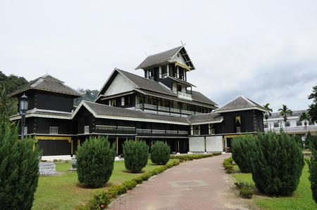Seri Menanti Museum is een oud paleis met traditionele architectuur op 20 november 2013 Seri Menanti, Negeri Sembilan, Maleisië.