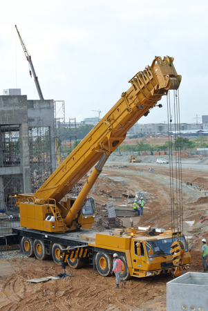 Mobile crane is the heavy machine used to lifting heavy material at construction site.