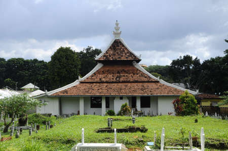 recite: Peringgit Mosque was built in 1868 after the old Mosque was destroy. In year 2002 The Malacca Government took the responsibilities to execute the conservation works to restore the original look of the Peringgit Mosque.