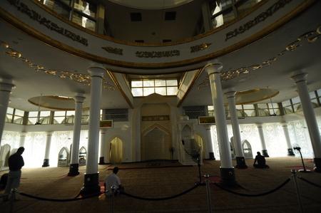 Interieur van de Crystal moskee aka Masjid Kristal. De moskee ligt aan islamitische Heritage Park op het eiland Wan Man in Kuala Terengganu, Terengganu, Maleisië. Stockfoto - 39860396