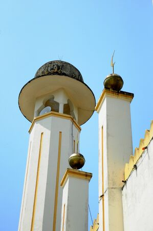 pahang: Minaret of Sultan Mahmud Mosque on March 01 2014 at Kuala Lipis Pahang Malaysia. The mosque design was based on modular mosque design which is popular in Malaysia in 6070 era.