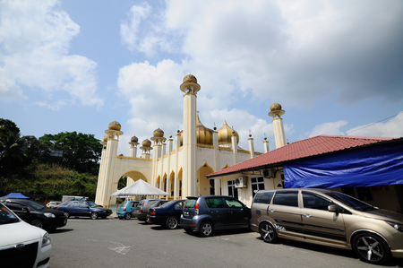 pahang: Sultan Mahmud Mosque on March 01 2014 at Kuala Lipis Pahang Malaysia. The mosque design was based on modular mosque design which is popular in Malaysia in 6070 era.