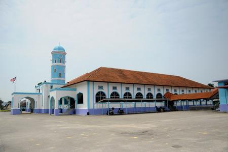 recite: Masjid Jamek Dato Bentara Luar is a old mosque build in Batu Pahat, Johor, Malaysia