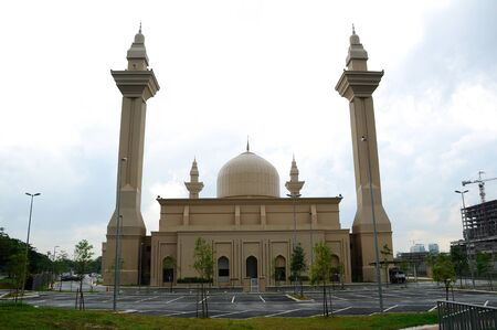 bukit: The Tengku Ampuan Jemaah Mosque or Bukit Jelutong Mosque in Selangor, Malaysia on November 30, 2013.  It is a Selangors royal mosque located in Bukit Jelutong near Shah Alam, Malaysia.