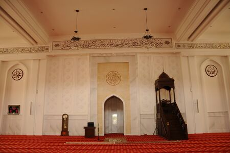 bukit: Interior of the Tengku Ampuan Jemaah Mosque or Bukit Jelutong Mosque in Selangor, Malaysia on November 30, 2013.  It is a Selangors royal mosque located in Bukit Jelutong near Shah Alam, Malaysia.