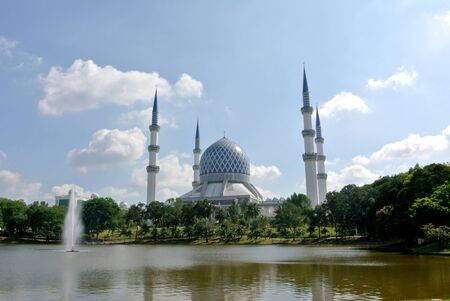 shah: The Sultan Salahuddin Abdul Aziz Shah Mosque is the state mosque of Selangor, Malaysia Stock Photo