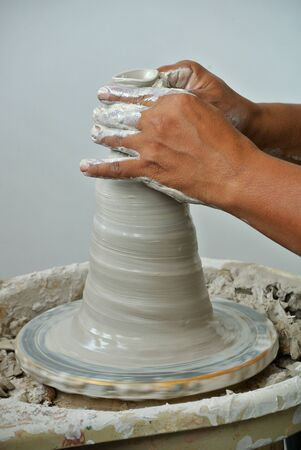 alfarero: Potter make the traditional water storage container
