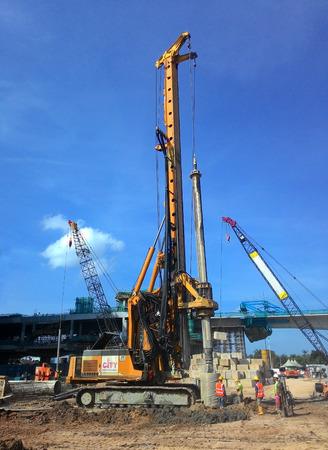 Malakka, Maleisië 18 maart 2015: Bore stapel rig machine op de bouwplaats in Malacca, Maleisië op 18 maart 2015.
