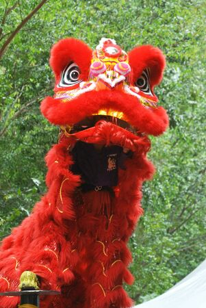 The lion dance is a ritual traditions of the Chinese society in Malaysia. Standard-Bild