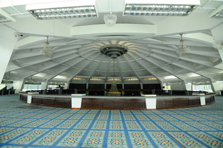 sunni: PENANG, MALAYSIA -APRIL 16, 2014: Interior of Penang State Mosque or Masjid Negeri Pulau Pinang. It was a state mosque located in George Town, Penang, Malaysia. Editorial
