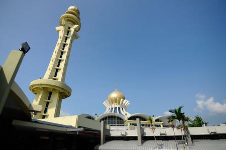 sunni: PENANG, MALAYSIA -APRIL 16, 2014: Penang State Mosque or Penang Mosque is a state mosque located in George Town, Penang, Malaysia.