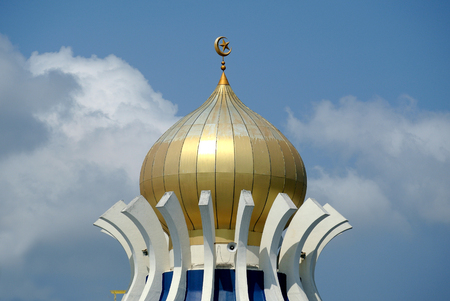pinang: PENANG, MALAYSIA -APRIL 16, 2014: Main dome of Penang State Mosque or Masjid Negeri Pulau Pinang. It was a state mosque located in George Town, Penang, Malaysia. Editorial