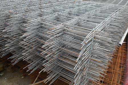 KUALA LUMPUR, MALAYSIA -JANUARY 31, 2017: Welded Wire mesh, or BRC Fabric used as part of main structure component in floor slab structure element in the construction site. 新聞圖片