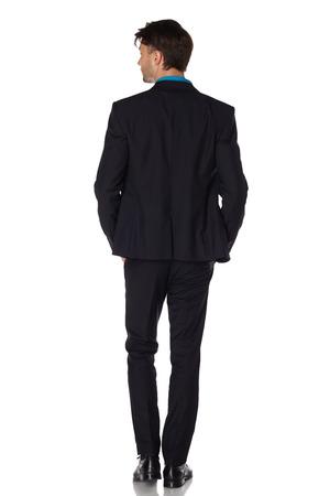 Vue arrière d'un homme d'affaires de marche à la recherche de son côté sur fond blanc Banque d'images - 29384364