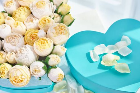 Bouquets of paper flowers in cardboard boxes in the shape of a heart. Reklamní fotografie