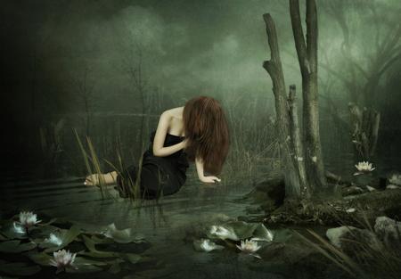 black girl: Das junge M�dchen im schwarzen Kleid auf dem Teich mit Lilien