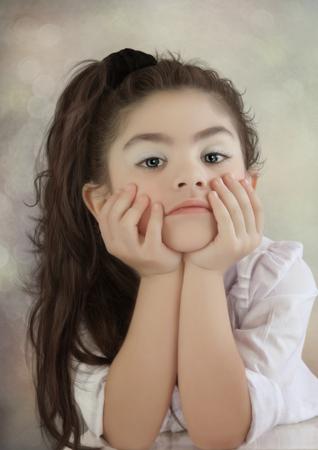 petite fille triste: La petite fille triste Banque d'images