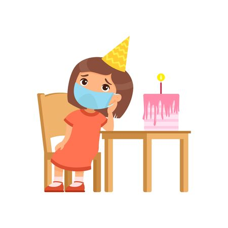 La petite fille est triste le jour de son anniversaire. Un enfant mignon avec un masque médical sur le visage est assis sur une chaise. Anniversaire seul. Protection contre les virus, concept d'allergies. Illustration vectorielle sur fond blanc.