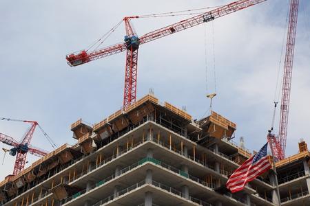 crane on top of skyscraper building a office highrise tower Zdjęcie Seryjne