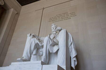 lincoln: lincoln memorial statue