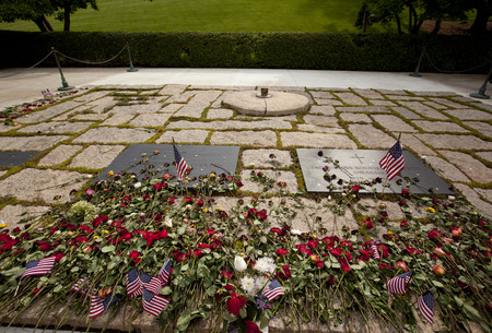 john kennedy and jackie oanasis graves at Arlington National Cemetery on Memorial Day weekend