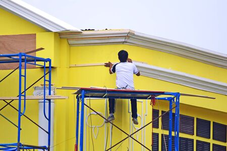Home in under construction by Scaffold repairman Zdjęcie Seryjne