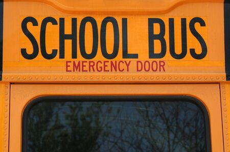 flashers: una imagen de la parte posteriora de un autob�s de la escuela Foto de archivo