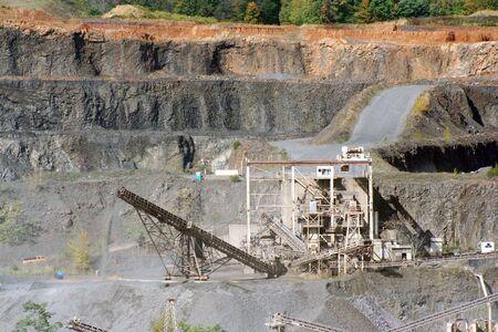 機器や道路の屏風岩採石場 写真素材